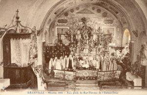 L'abbé Charvat carte postale intérieur église