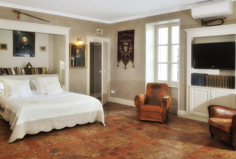 Hôtel Le Clair de la Plume à Grignan - 7