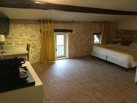 Hôtel Logis le Mas de Lily Rose à Valaurie - 6
