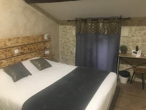 Hôtel Logis le Mas de Lily Rose à Valaurie - 7