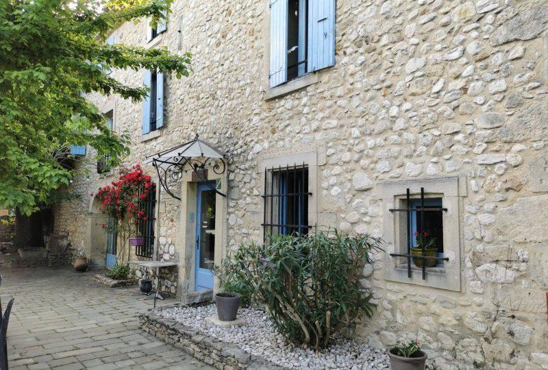 Hôtel Logis le Mas de Lily Rose à Valaurie - 11