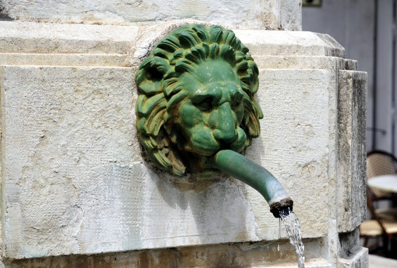 Fontaine et statue Sévigné à Grignan - 5