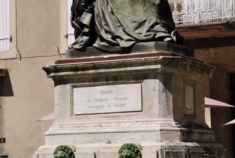 Fontaine et statue Sévigné à Grignan - 0