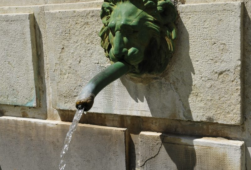 Fontaine et statue Sévigné à Grignan - 4