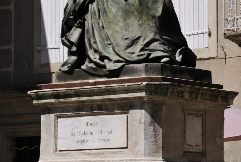 Fontaine et statue Sévigné à Grignan - 1